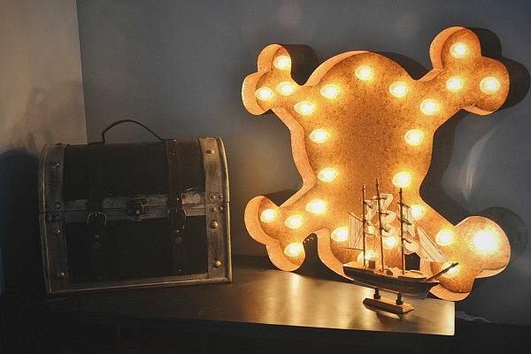 Vintage Marquee light- lizmarieblog.com