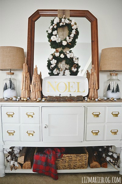 Rustic Christmas entryway - lizmarieblog.com