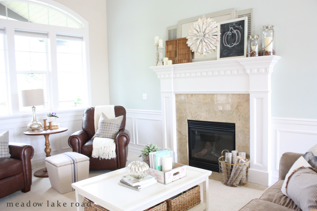 fall-living-room-and-mantel