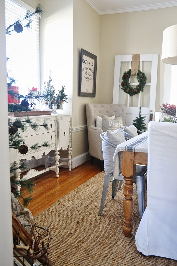 Simple Rustic Christmas Dining Room Decor