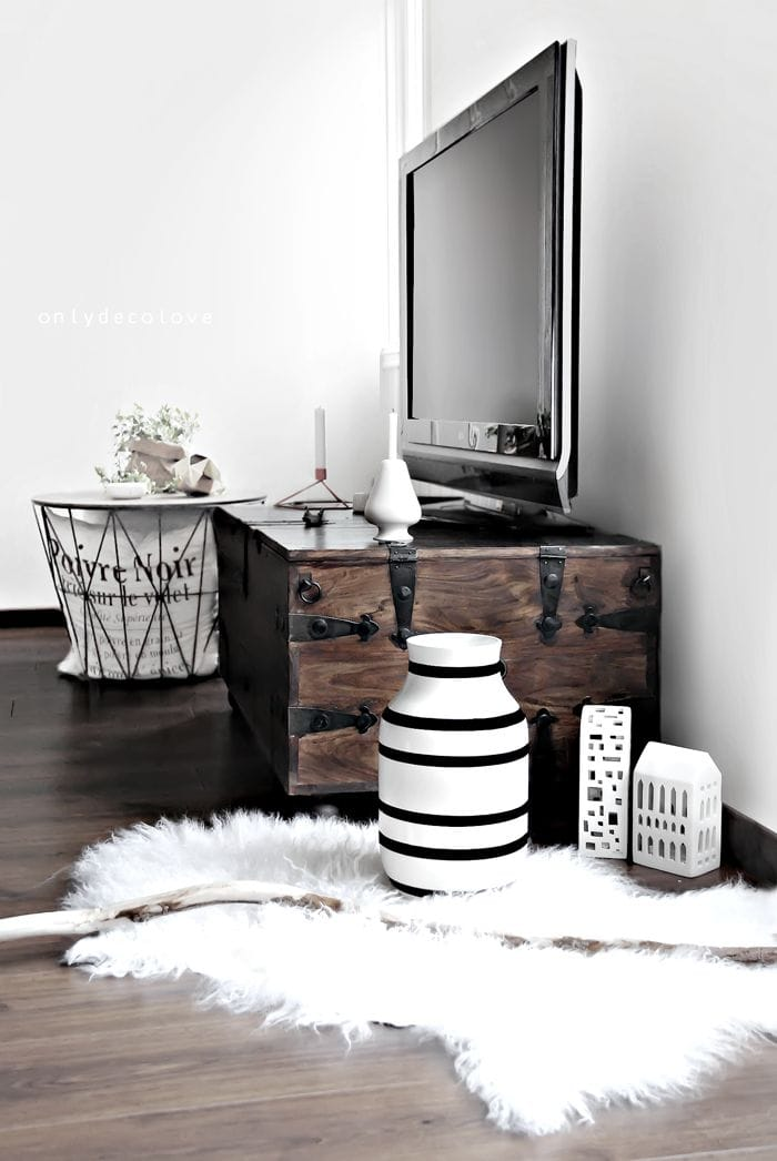 how to decorate around a tv liz marie blog. Black Bedroom Furniture Sets. Home Design Ideas