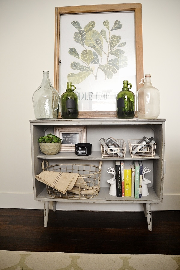 Leggy gray bookshelf makeover with chalk paint.