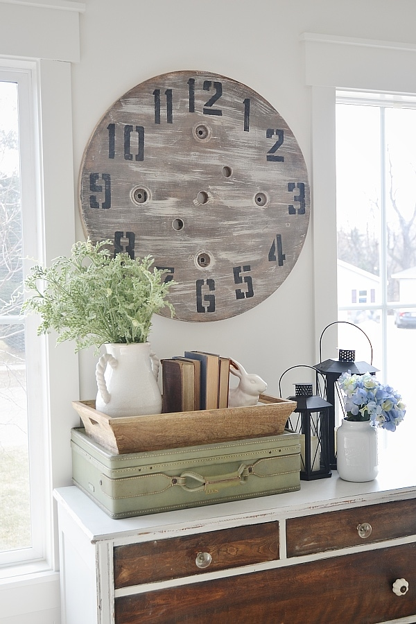 DIY Wood Pallet Clock – An Imperfect DIY Project