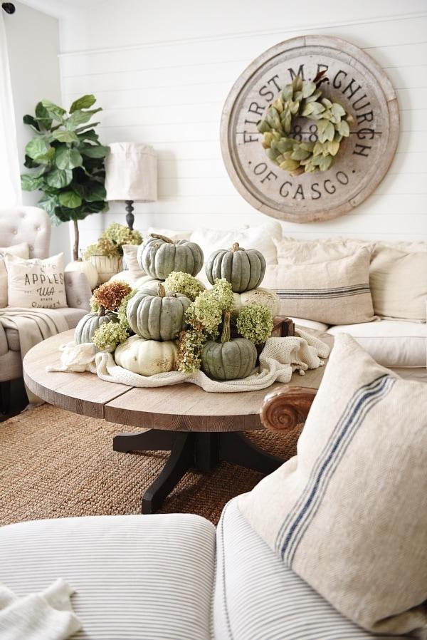 Awesome Neutral Fall Decor u Heirloom pumpkin Coffee Table