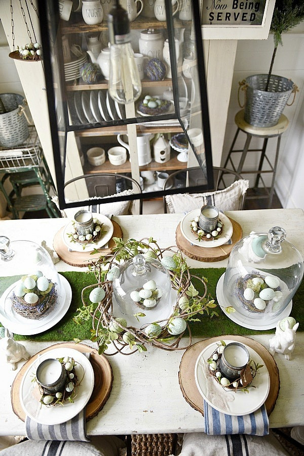 Springy Easter table - Great spring & easter tablescape ideas perfect for a farmhouse or cottage style dining room. Easter wreaths, easter eggs, easter centerpiece, & more ideas!
