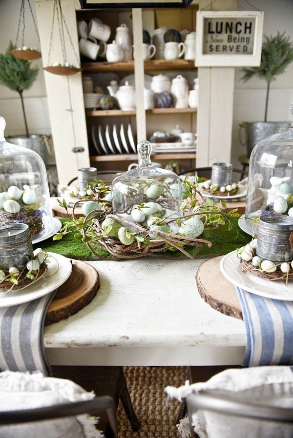 Springy moss egg easter table for Dining room tablescapes ideas
