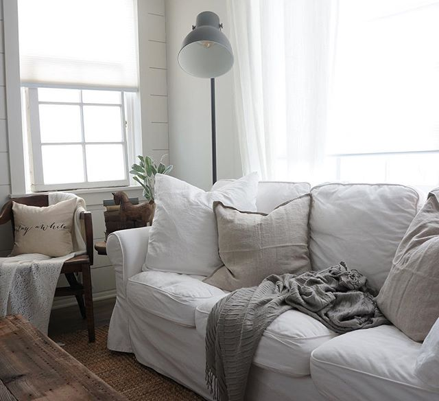 Cozy Cottage Home tour - Come tour this lovely cozy cottage filled with neutral & rustic home decor with vintage pieces. A must see & a must pin for future farmhouse style & cottage style home decor projects!