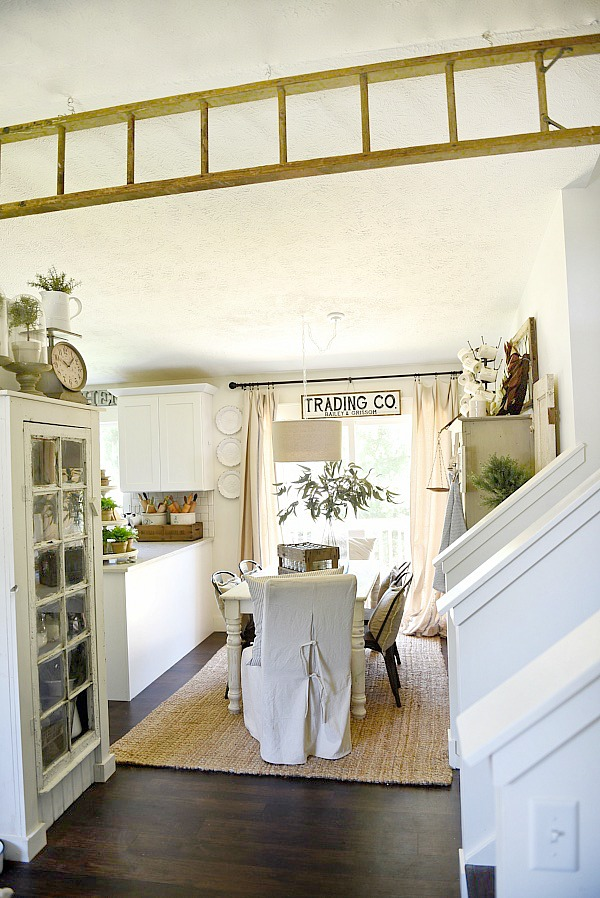 Farmhouse dining room makeover - See the before & after of this dining room & see how it went from 80's tri-level to lovely farmhouse in a few easy steps.