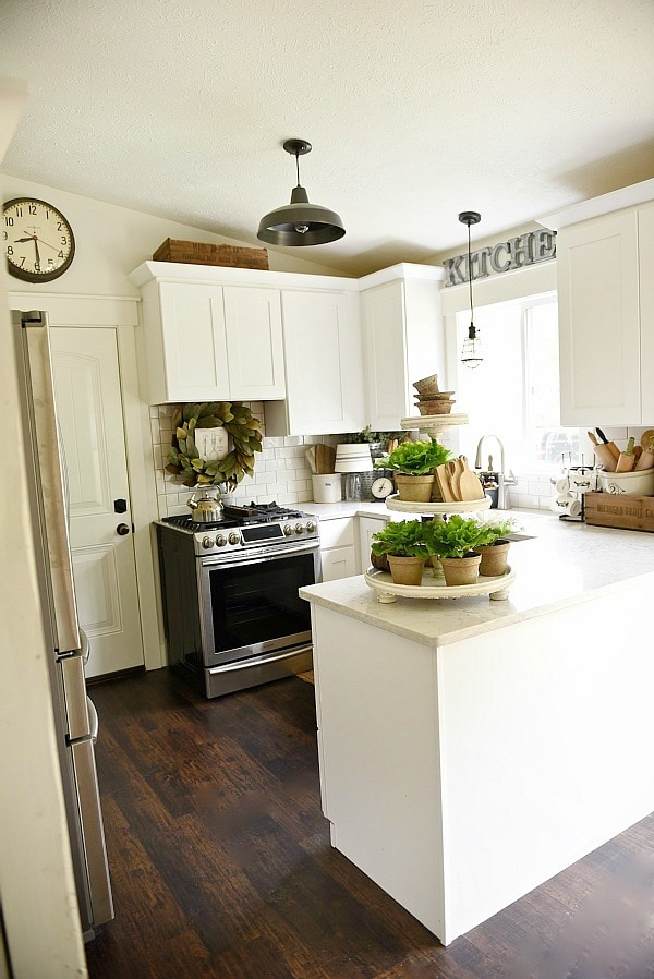 Farmhouse kitchen makeover for Farmhouse style kitchen lighting