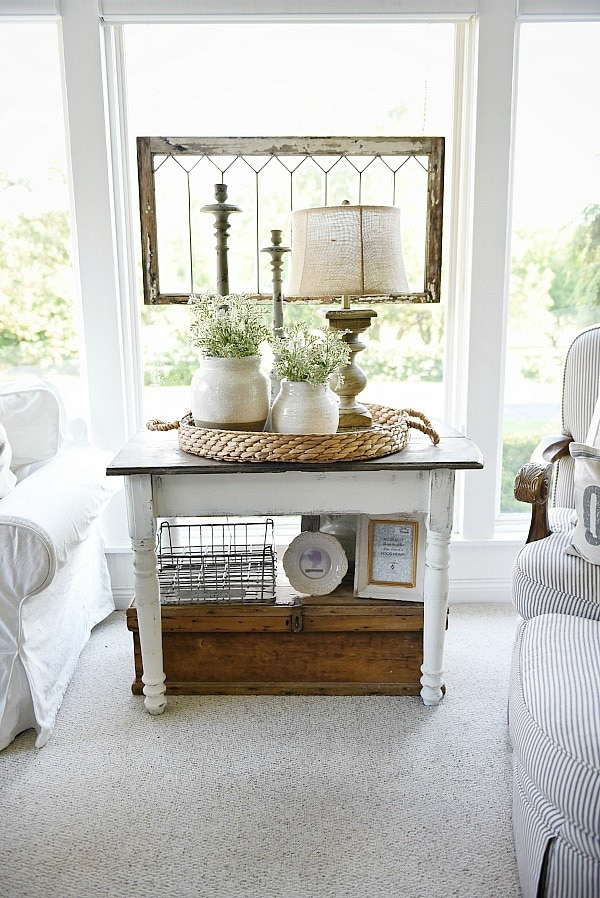 White farmhouse end table Decorating end tables without lamps
