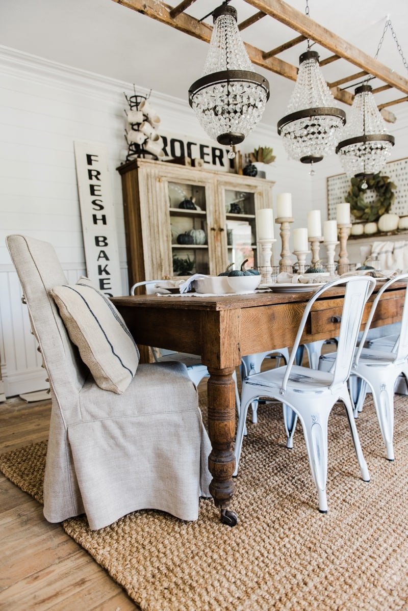 Neutral & rustic fall dining room. A farmhouse style dining room.