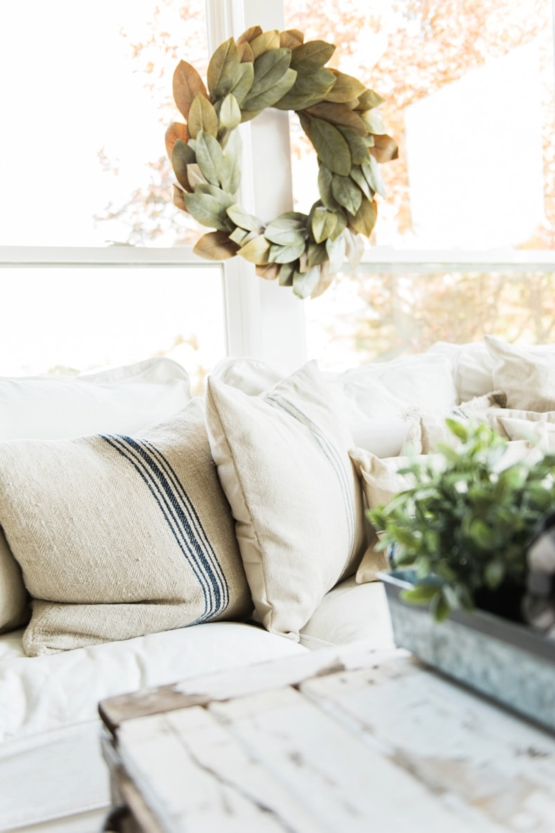 Neutral fall decor - A cozy farmhouse fall sunroom. A must pin for cozy fall decor inspiration!