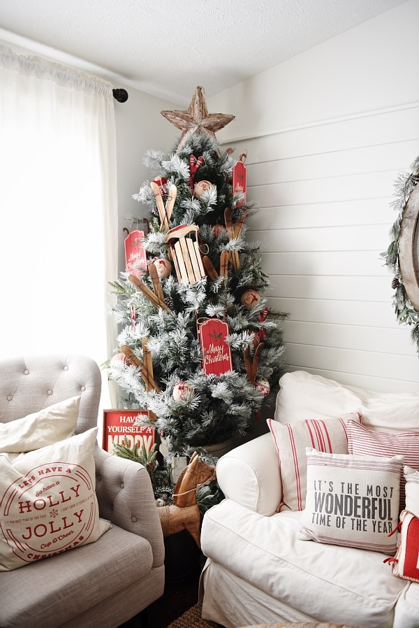 The easiest way to get farmhouse christmas style for Farmhouse christmas decorating ideas