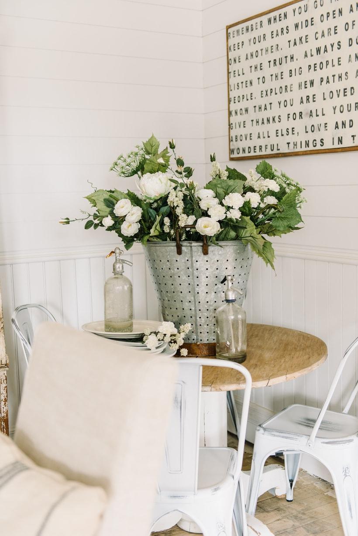 how to make a farmhouse floral arrangement