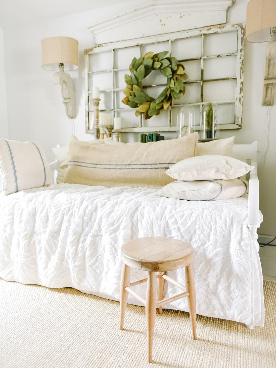 Interior Design Of Guest Room: Guest Bedroom Walls: To Wallpaper Or No?