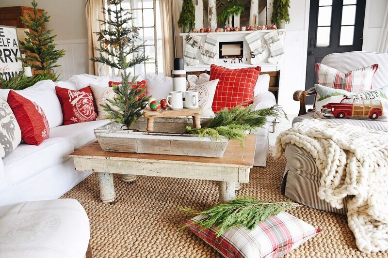 A cozy cheerful christmas living room liz marie blog for Christmas living room pinterest