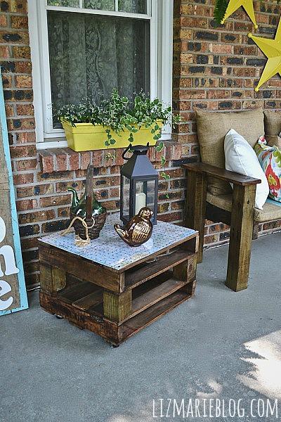 Summer porch makeover- with DIY Pallet furniture - lizmarieblog.com