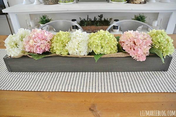 Lovely Spring dining room - lizmarieblog.com
