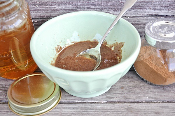 honey cinnamon nutmeg face mask, DIY Honey Cinnamon Nutmeg Face Mask