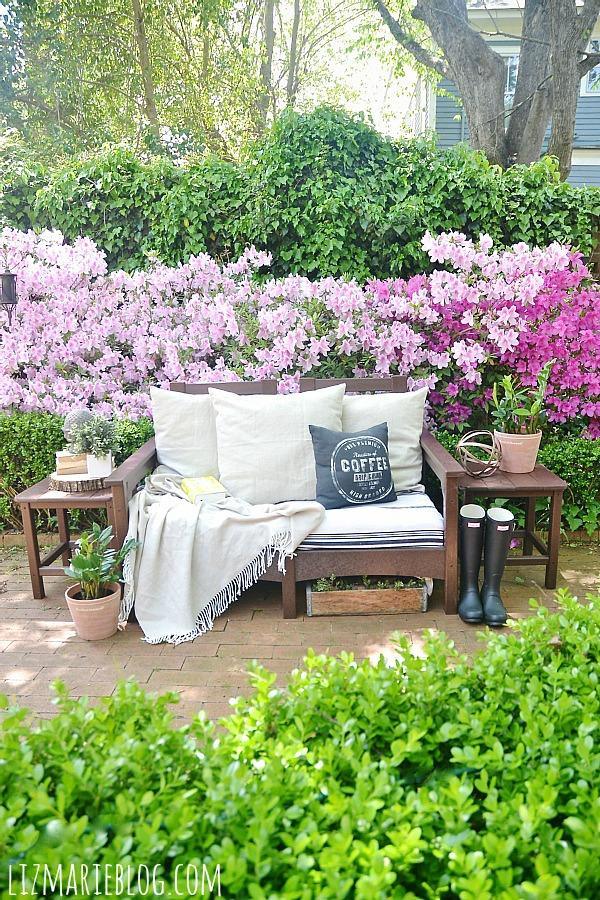 Lovely spring patio with eco-friendly patio furniture - lizmarieblog.com