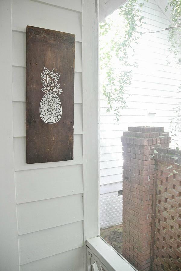 DIY Pineapple art - That anyone can do! So easy to make! lizmarieblog.com