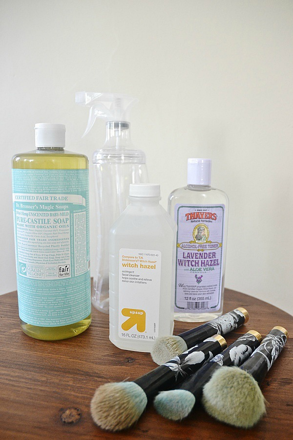 DIY Makeup brush cleaner- Use this spray in between deep cleanings to keep your makeup brushes clean & your skin clear!