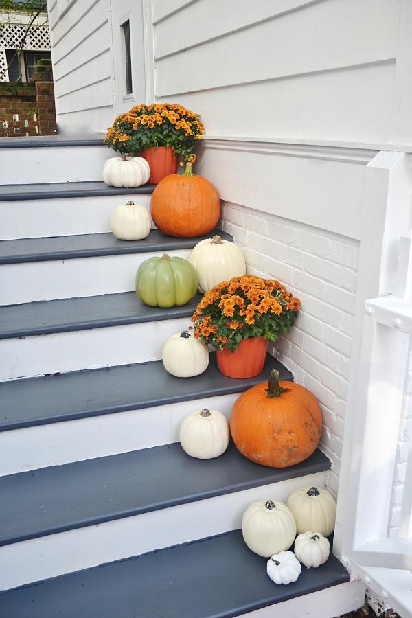 Stairway makeover - A complete stair makeover & stairway fall decor