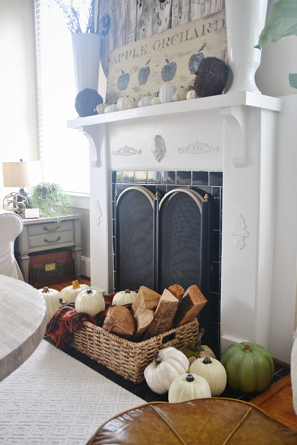 DIY Neutral Fall Mantle - lizmarieblog.com