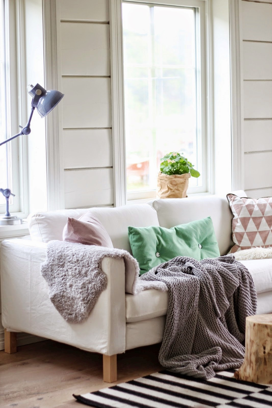 swedish-living-room-after-white-sofa-cococozy-marsipanogsmilefjes-2-1