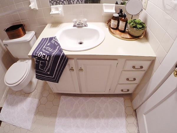 DIY bathroom vanity makeover with DIY chalk paint - So easy, affordable, & durable!