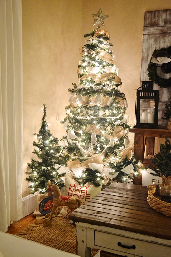 Rustic white Christmas tree - a lovely simple rustic neutral tree.