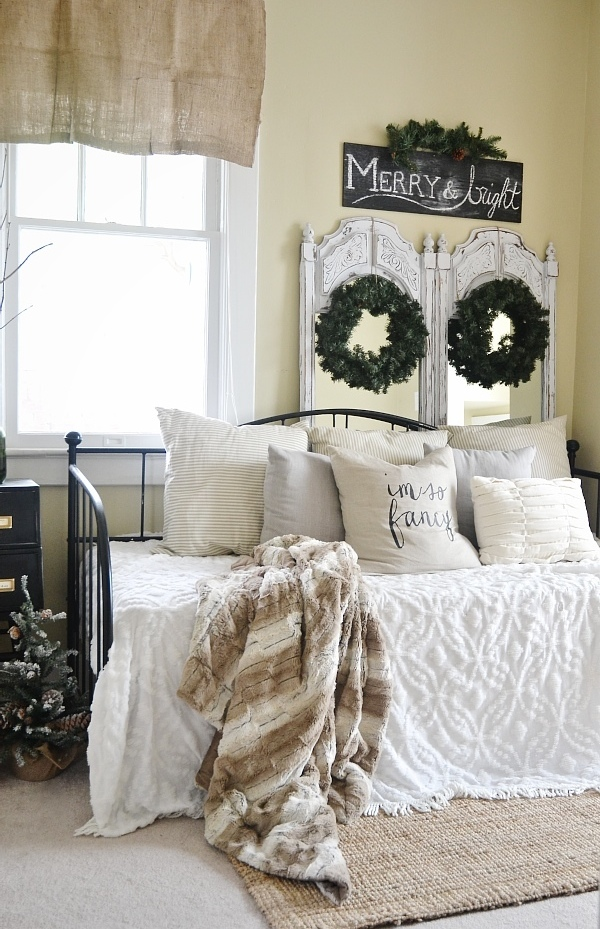 Simple neutral Christmas decor - great for calm relaxing holiday decorating. So simple & easy to achieve.