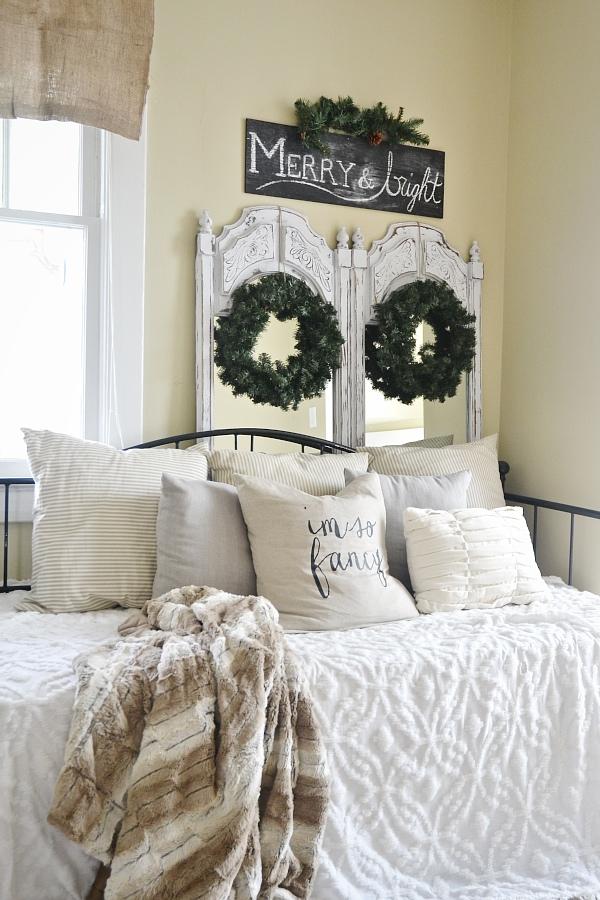 Simple neutral Christmas decor, Simple Neutral Christmas Decor – Daybed Room