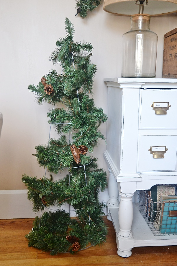 DIY rustic & simple Christmas trees! So quick, easy, & affordable to make! A must pin for the holiday season.