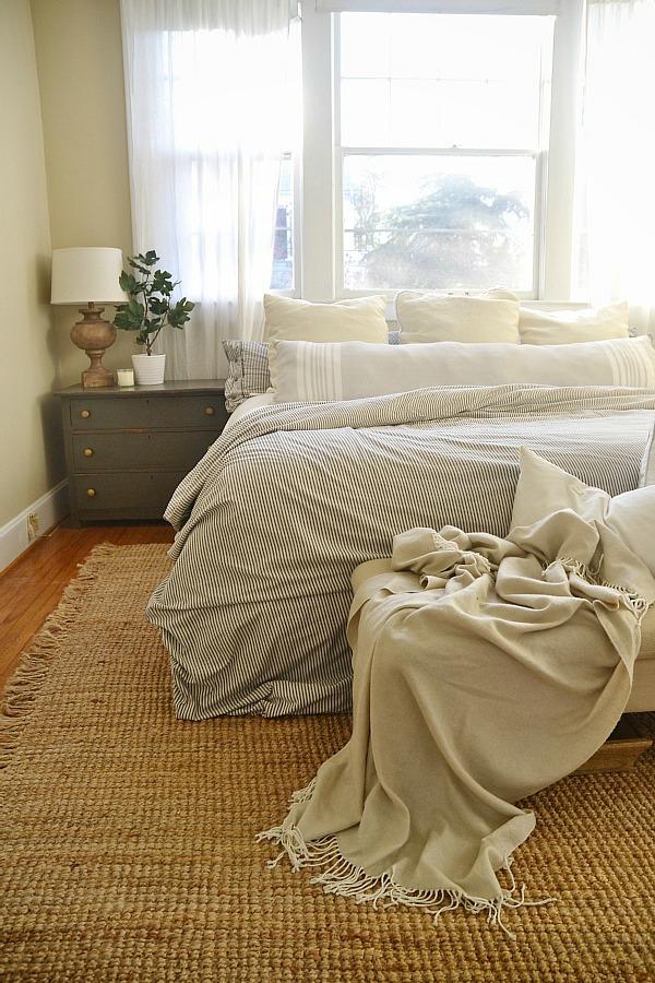 Bright & Light Master Bedroom – LMB Rental