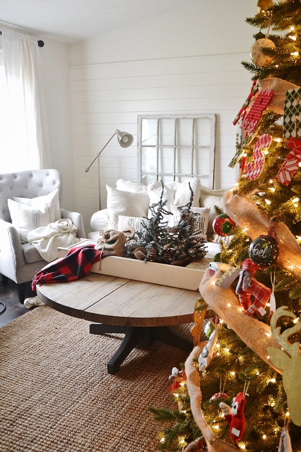 , Simple Cottage Christmas Living Room