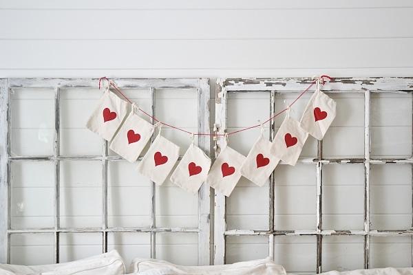 DIY super easy valentines day garland - Great for neutral valentines day decor!
