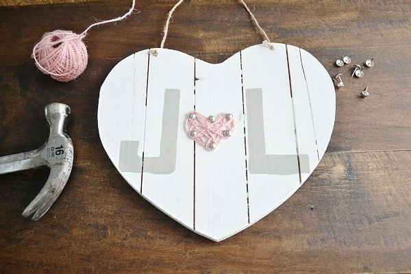 DIY valentines day heart- So simple & easy & completely customizable! A great way to bring valentines into your decor.