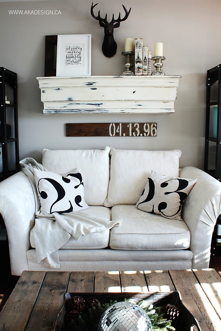 CREAM-LOVESEAT-MANTEL-NUMBER-PILLOWS-ACTIONS2