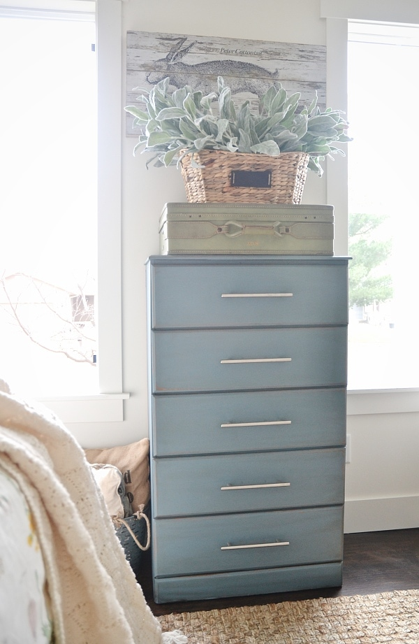 See how to achieve this dresser makeover with chalk paint, sand paper, & dark wax. A must pin for furniture makeover ideas. Chalk paint color: Masion Blanche French Blue