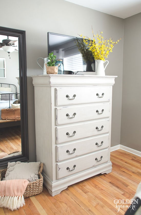 beautiful-painted-bedroom-dresser