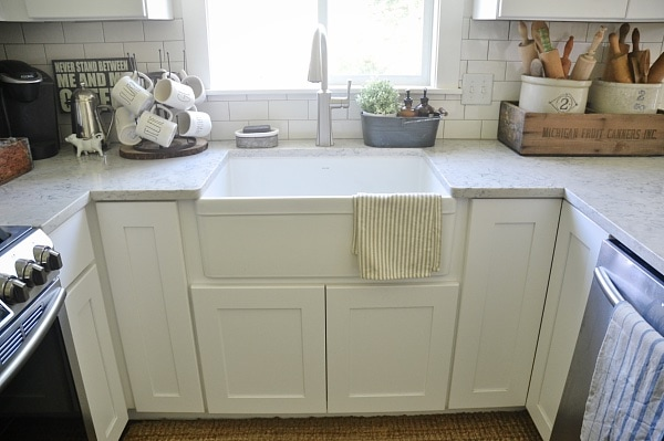 Farmhouse Sink with Quartz Countertop