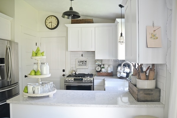 Farmhouse Kitchen with Quartz Countertop