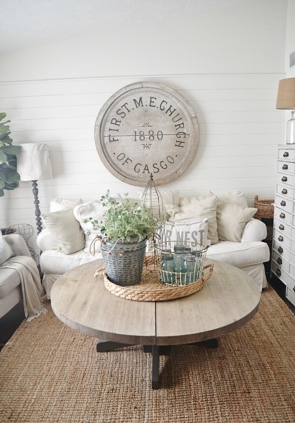 Neutral home decor - Cozy cottage living room
