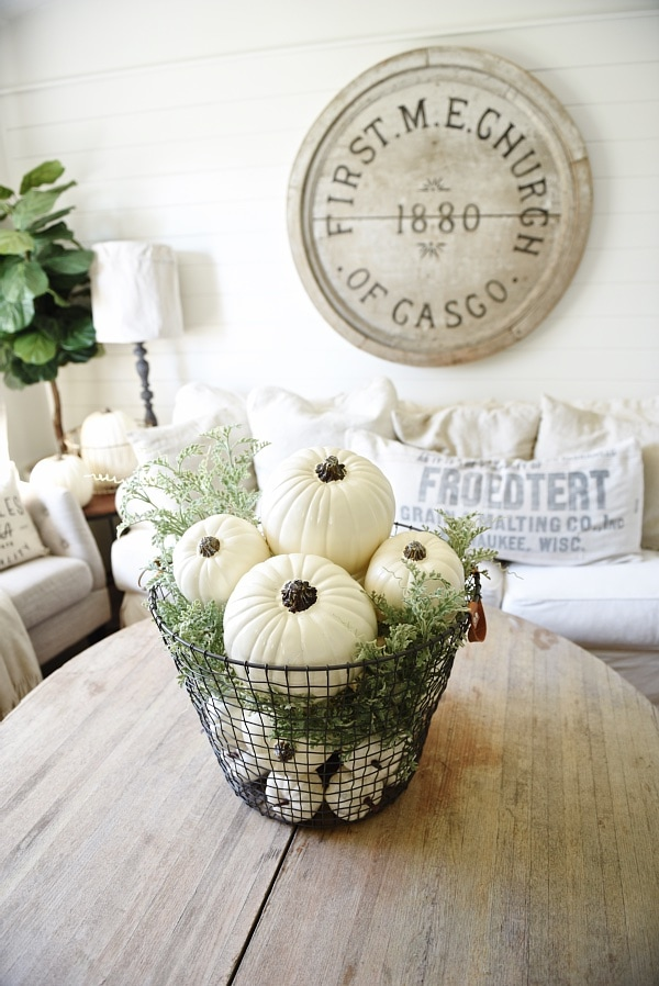 Pumpkins centerpiece, Basket O' Pumpkins Centerpiece