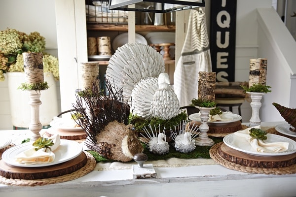 Rustic neutral fall thanksgiving table - neutral thanksgiving decor ideas with tips & tricks on how to design the table.