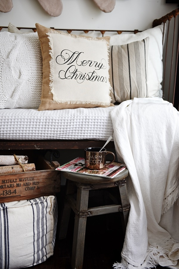 Rustic Neutral Christmas decor - Lovely neutral Christmas decor inspiration
