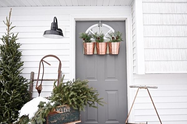 Christmas wreath, DIY Hanging Bucket Christmas Wreath