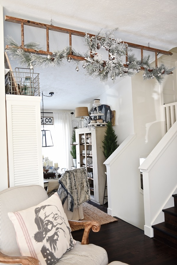 Neutral rustic Christmas decor