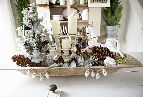 Rustic Christmas dough bowl centerpiece - See this neutral rustic Christmas decor & get inspired by the cottage style decor.